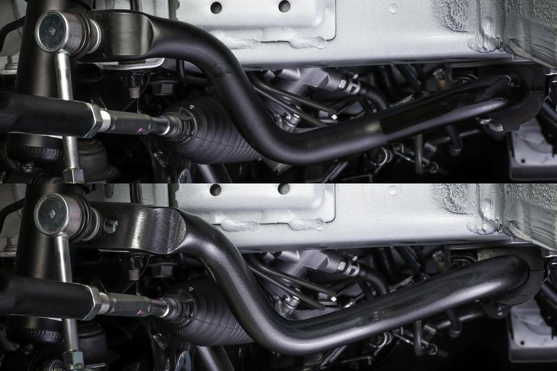 中実φ30のバネ鋼を純正(中空)と同じレイアウトで手曲げ成形。 ※純正スタビライザー(上)との比較。