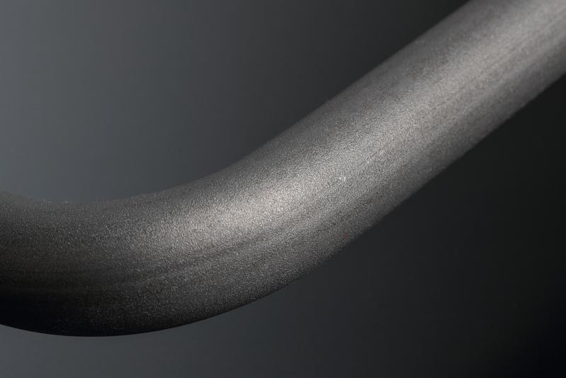 熱処理 → セッチング → ショットピーニングの順に工程を重ね、許容荷重と耐疲労性の向上を図る。