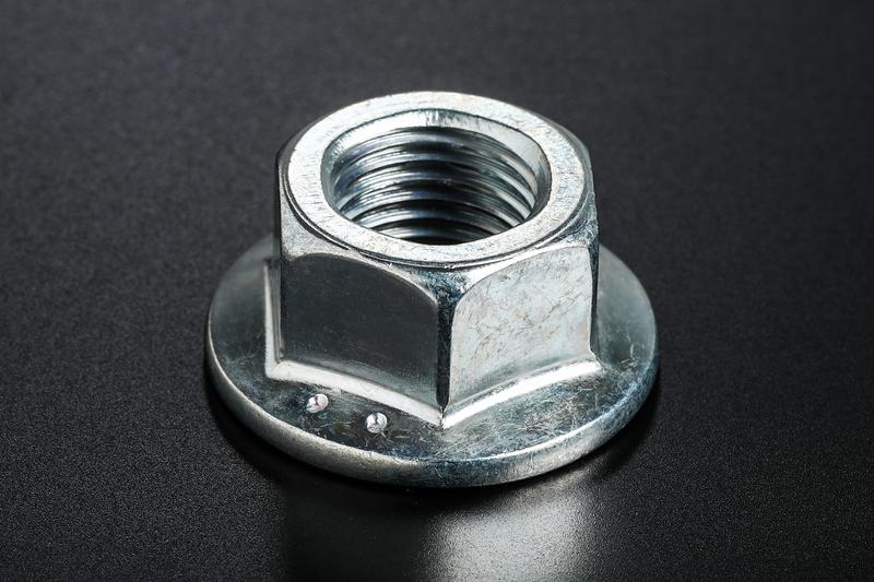 厳格な品質基準のもと製造したフランジナットを採用し、振動や捩れが原因で発生する緩みを防止。