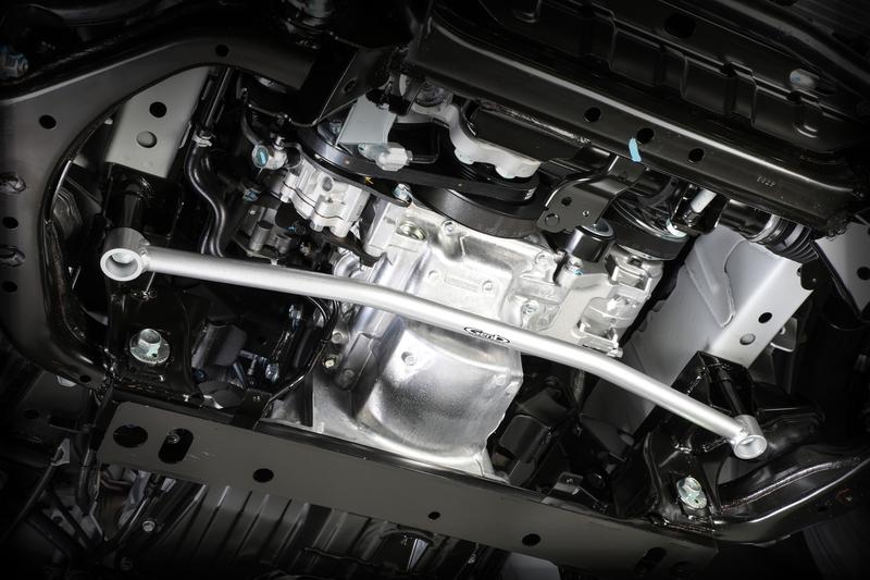 ■フレームサポートバー [フロント] フロントサスペンションの軸となるクロスメンバーを補強。ショックアブソーバーをはじめ、サスペンション全体の作動を円滑化。