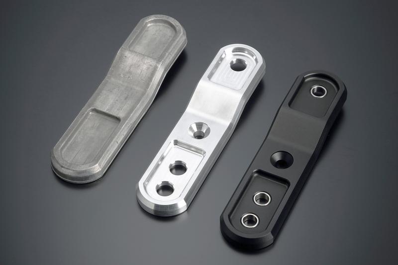 鍛造成形→熱処理→CNC切削加工→ショットブラスト→アルマイト処理の各工程を経て完成。