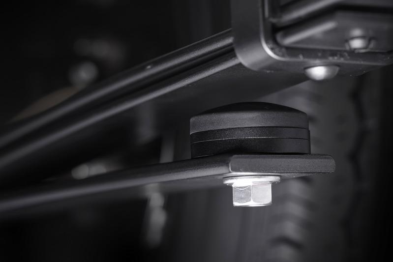■リア側 付属のアジャストシムを使用することで、ヘルパーリーフの作動タイミングを積載荷重に応じて任意に設定。