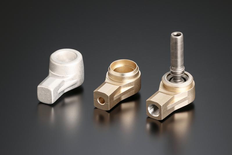 業界初のアルミ鍛造ケースを採用。軽量・高剛性に加えて驚異的な耐久性を誇る。