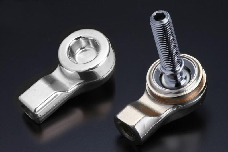 業界初のアルミ鍛造ケースに専用ボールスタッドを高精度で組み込む。