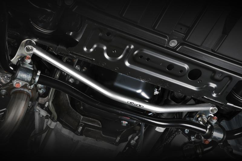 ■フレームサポートバー [センター] フロントサスペンションの軸となるクロスメンバーを補強。ショックアブソーバーをはじめ、サスペンション全体の作動を円滑化。