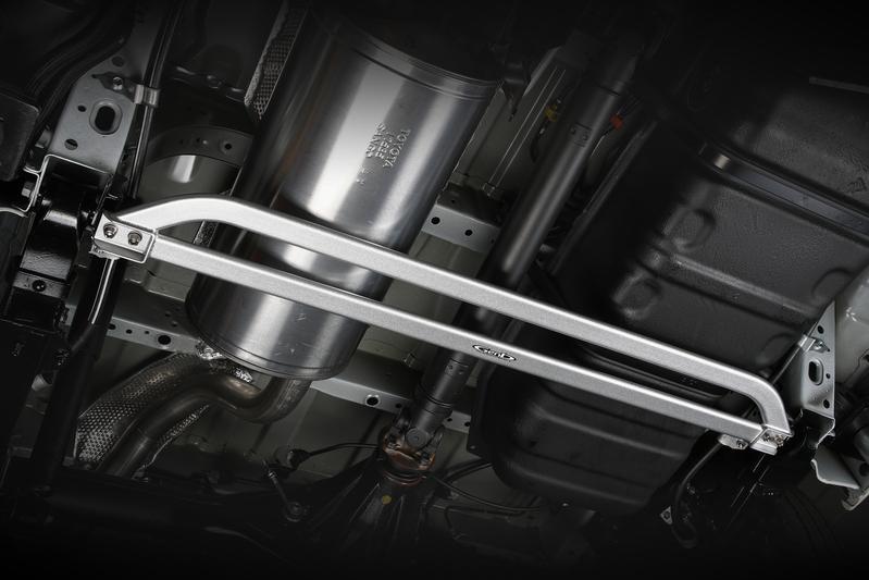 ■フレームサポートブレース [センター] リーフの支点をガッチリサポート! 車体のねじれをコントロールすることにより、軽快なフットワークを実現。