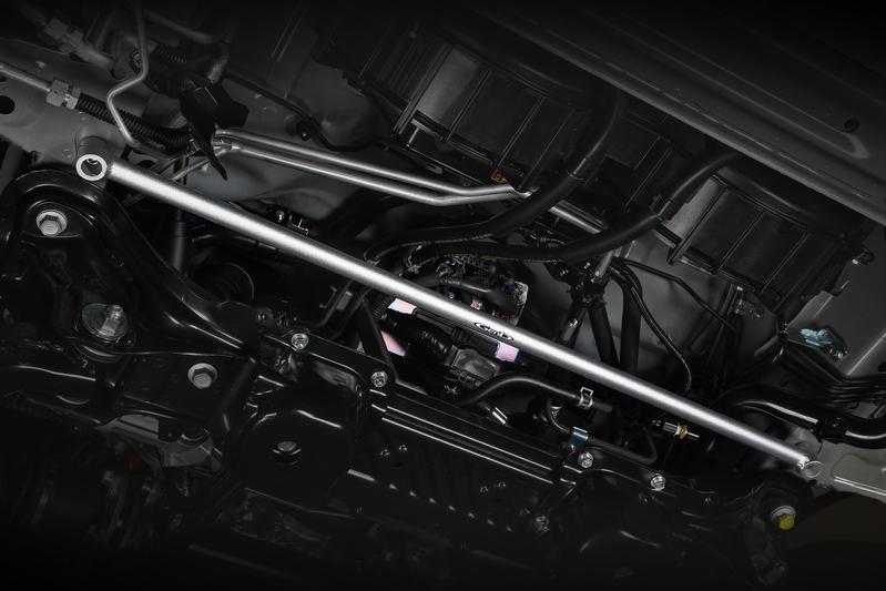 ■フレームサポートバー [フロント] フロントオーバーハングの剛性アップ効果をダイレクトに体感。ステアリングレスポンスの大幅な向上を実現。