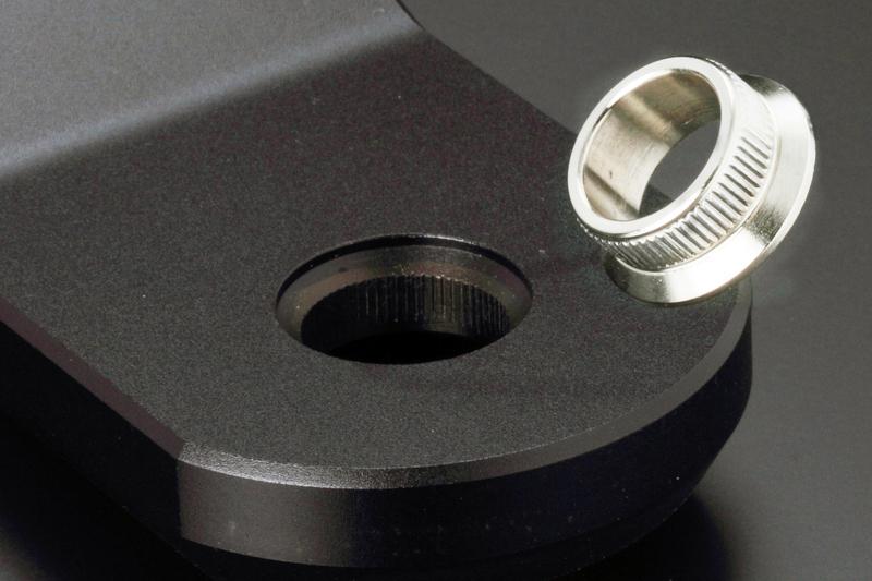 硬度に優れる低炭素合金鋼(SCM415HL)を用いて製造したメタルブッシュを打ち込み、ジャーナル部に必要な強度を確保。