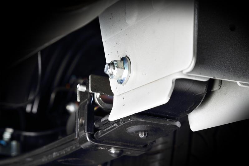 リーフスプリング先端のジャーナルブッシュは、リアサスペンションとボディを繋ぐ重要なセクション。