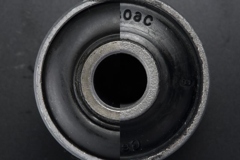 モータースポーツで培った経験をもとに最適なゴム硬度に設定。 ※純正ブッシュ(右半分)との合成比較。