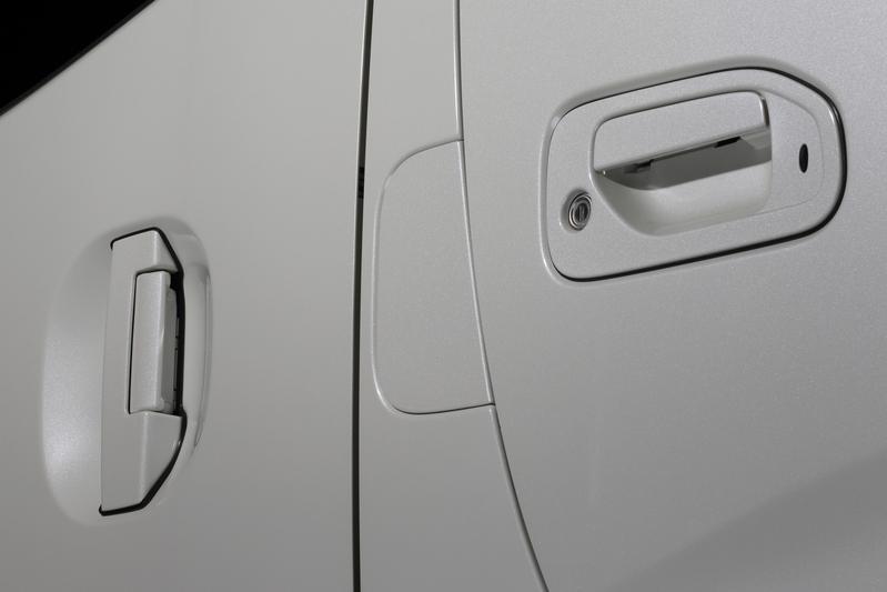 ピラー部分の純正エアダクトを付属の「クロージングパネル」と交換することで、より洗練されたスタイリングに。