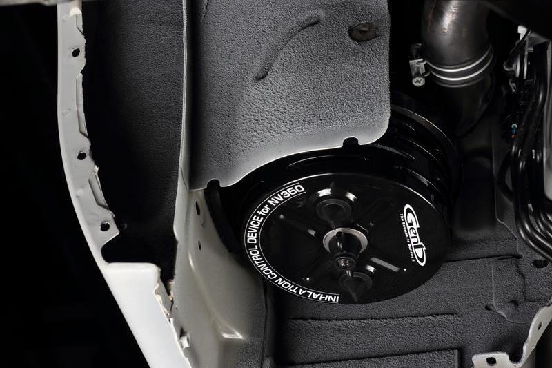 斬新な試み「インハレーションコントロールデバイス」によって、吸気レイアウトを大胆に変更。