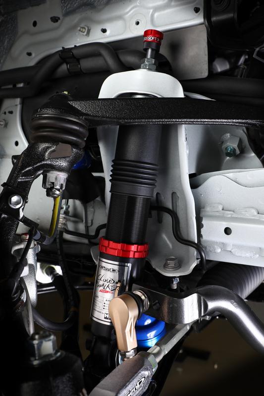 車高低下にともなうバンプストローク不足をシリンダーケースの短縮化で補う。