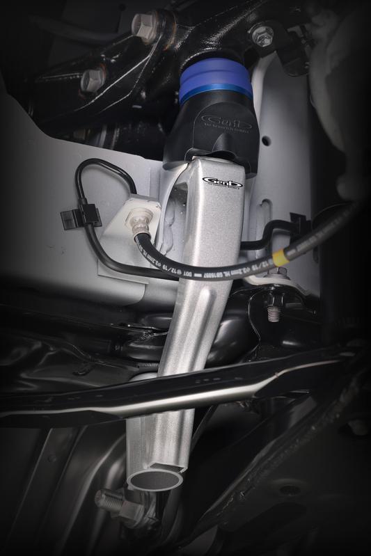 ブラケットとエンジンクロスメンバーを連結することで、激しい衝撃にも耐えうる剛性を確保。